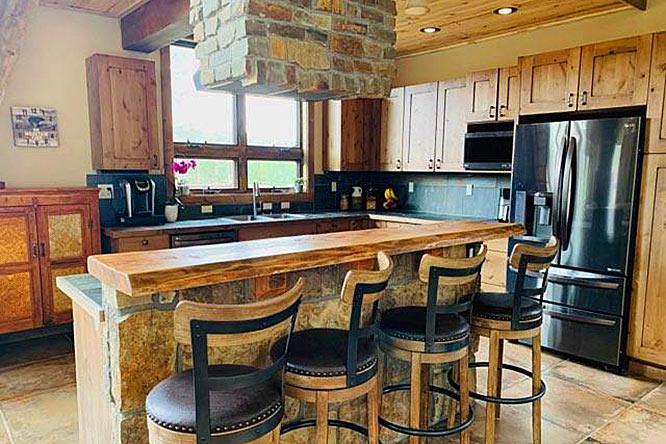Beautiful interior stonework by Slomax in Colorado